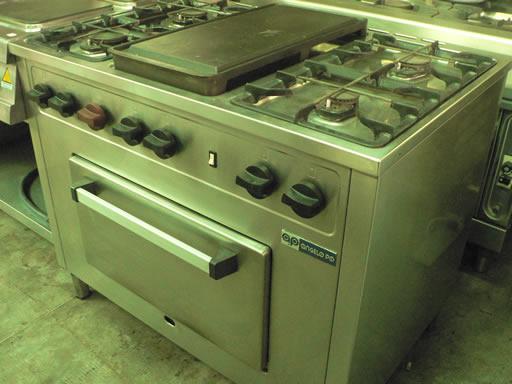Cucina 6 fuochi e piastra usata for Cucina 6 fuochi zanussi usata