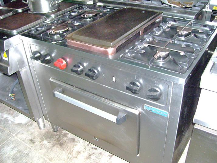 Cucine cucina 6 fuochi angelo po con piastra usata for Cucina 6 fuochi zanussi usata